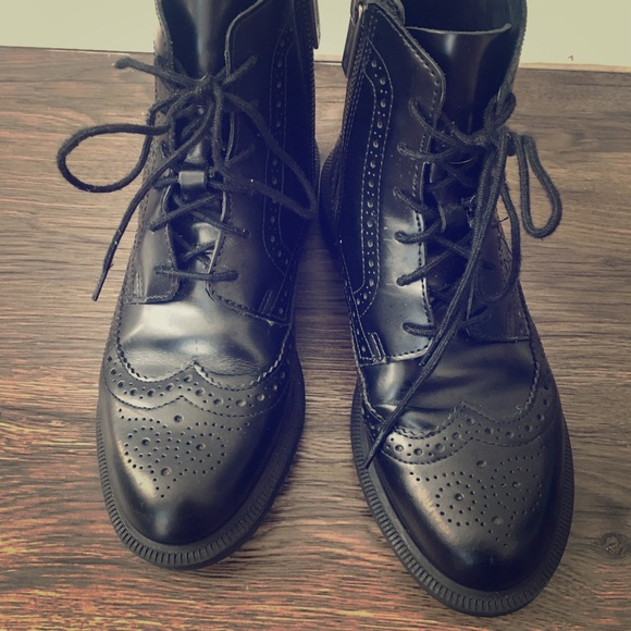 5c900bf3895 Dr Martens Delphine 6 eye boots
